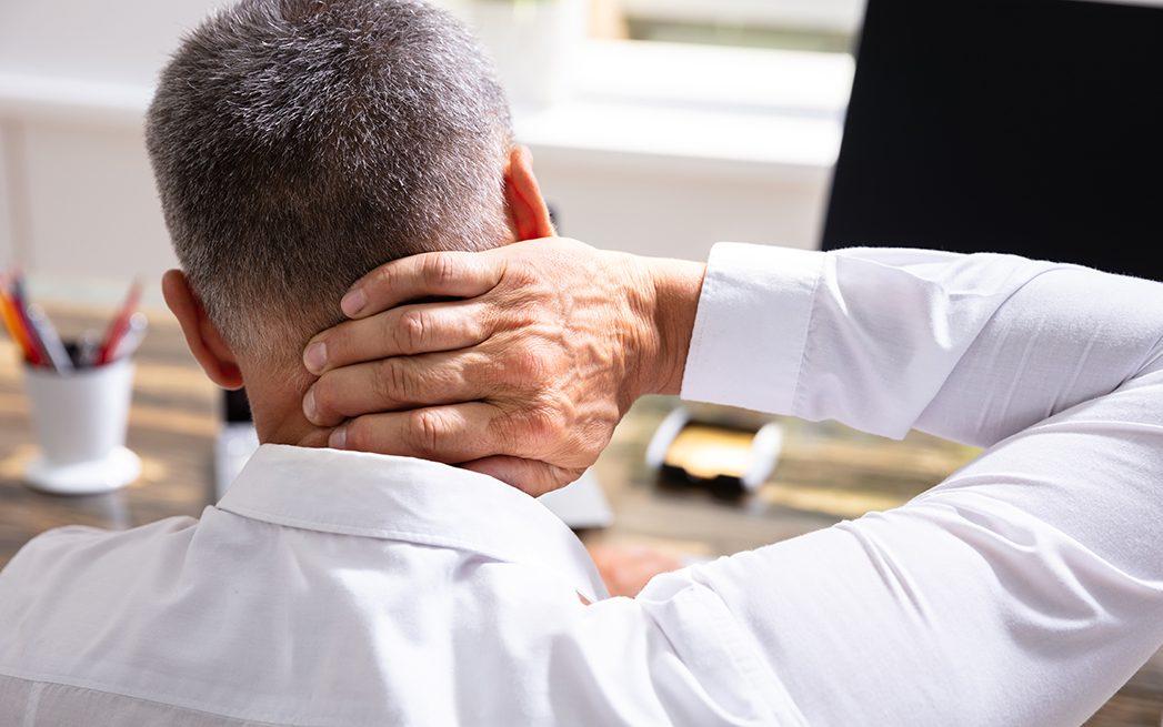dolor en el cuello por mala postura viendo la tele